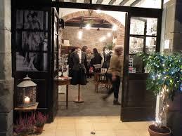 El carrer dels Banys Vells de Barcelona , recupera la tradició artesana.